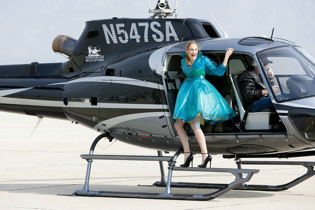 GNTM-Stf10-Epi06-Helikopter-Shooting-72-Laura-D-ProSieben-Richard-Huebner - Bildquelle: ProSieben/Richard Huebner