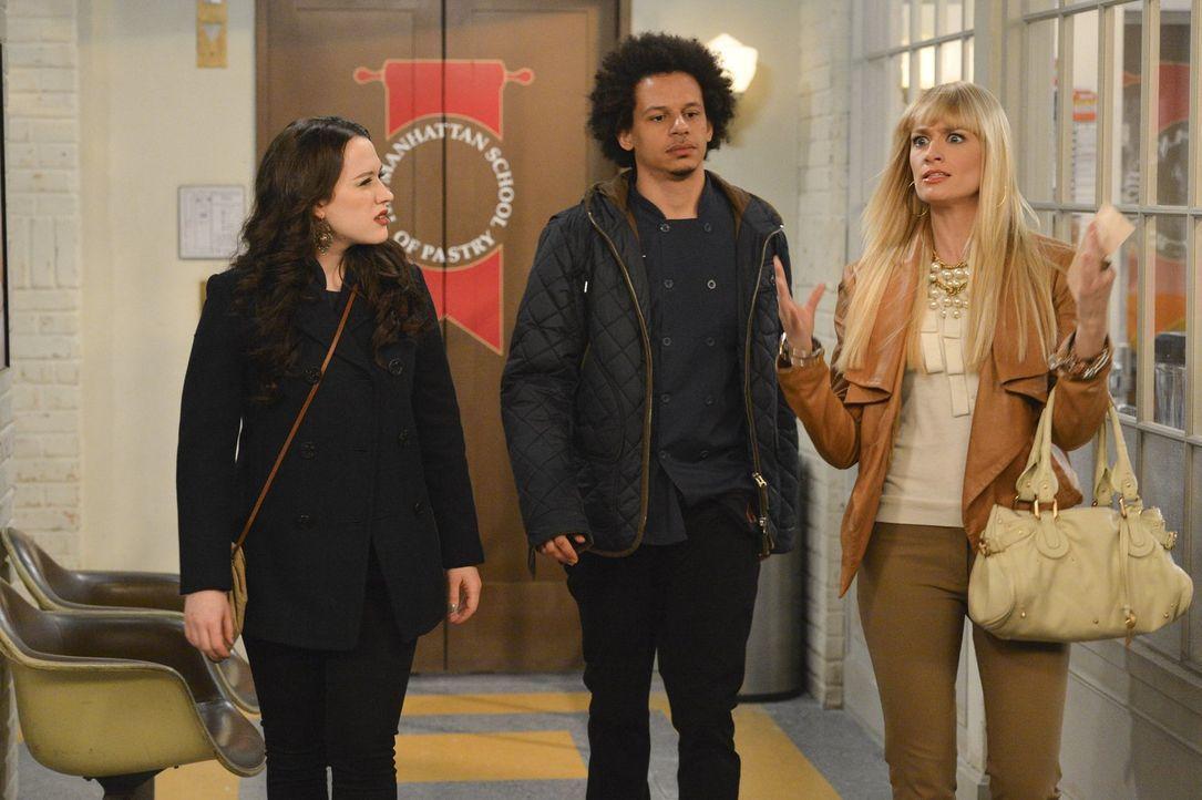 Deke (Eric Andre, M.) lädt Max (Kat Dennings, l.) und Caroline (Beth Behrs, r.) zum Abendessen zu seinen Eltern ein, doch Max bekommt während des Ab... - Bildquelle: Warner Bros. Television