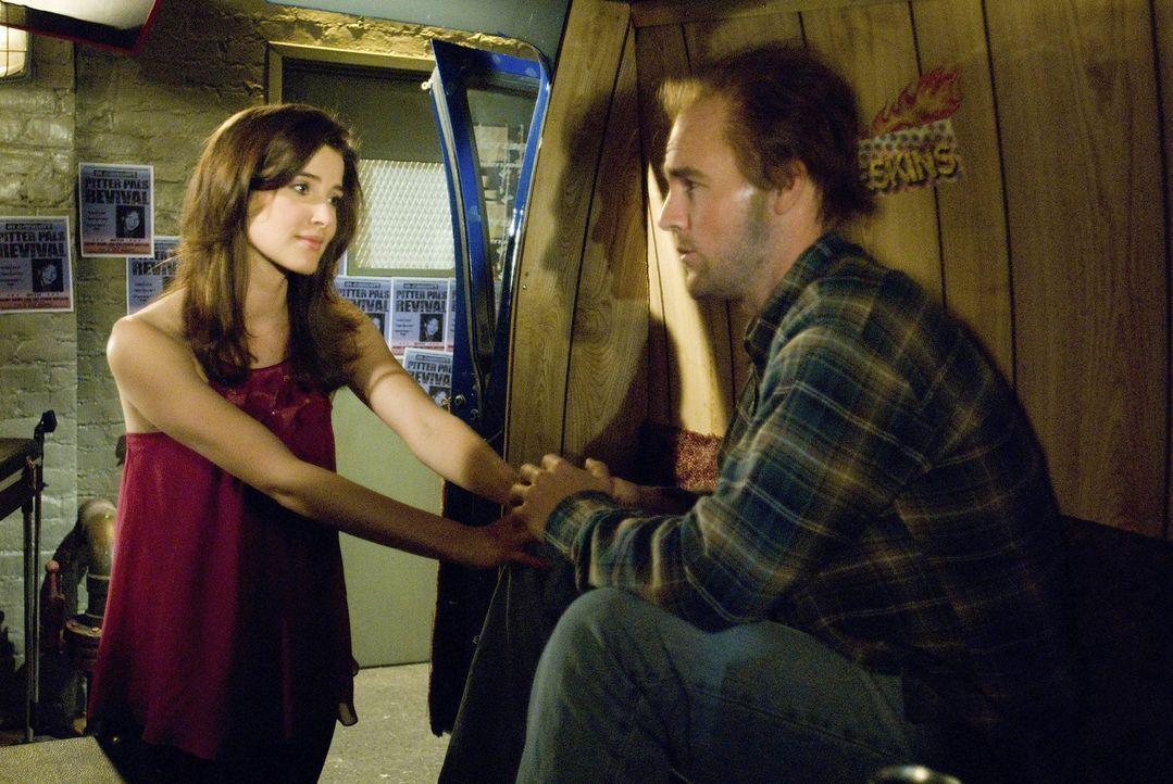 Als plötzlich Simon (James Van der Beek, r.), Robins (Cobie Smulders, l.) Jugendliebe auftaucht, benimmt sich Robin ihm gegenüber wie ein verliebt... - Bildquelle: 20th Century Fox International Television
