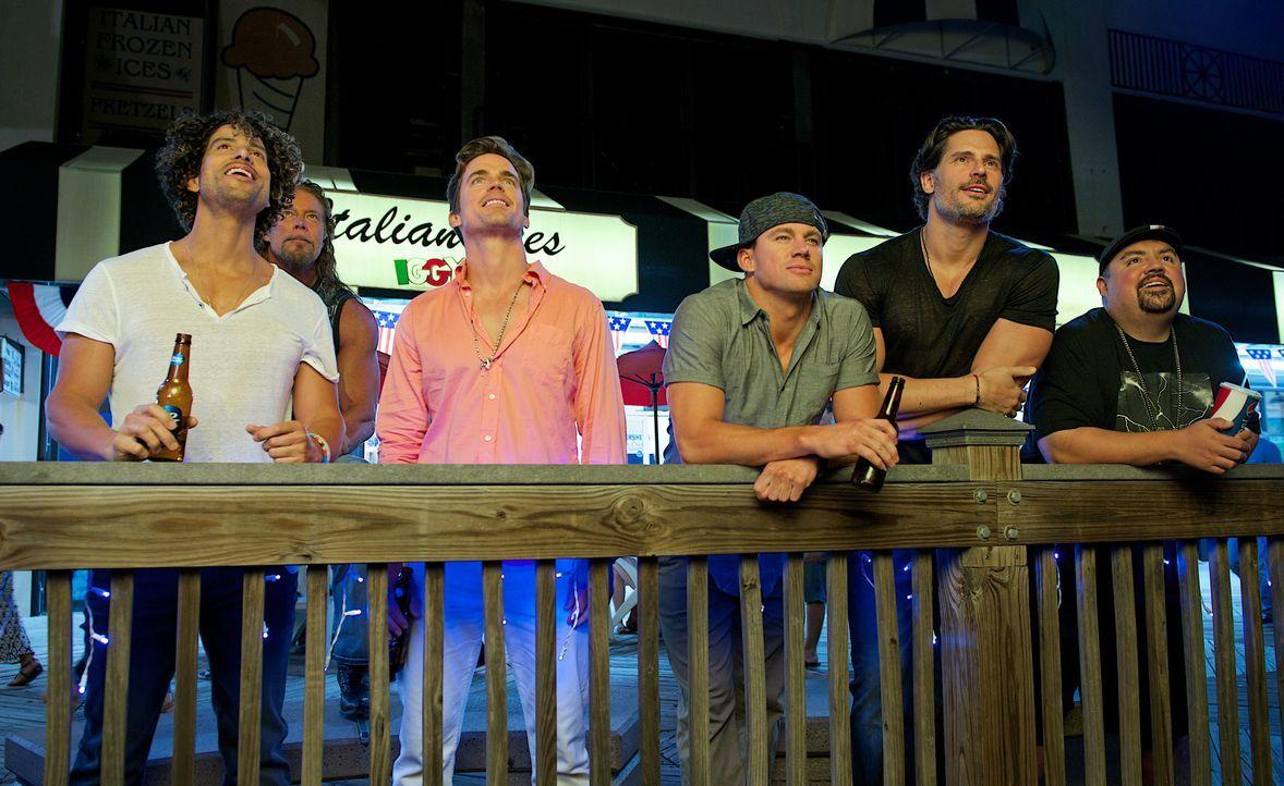 Ein letztes Mal wollen die Kings of Tampa ihr Können auf der großen Bühne auf der Konvention präsentieren, doch bis Myrtle Beach warten auf (v.l.n.r... - Bildquelle: Warner Bros.