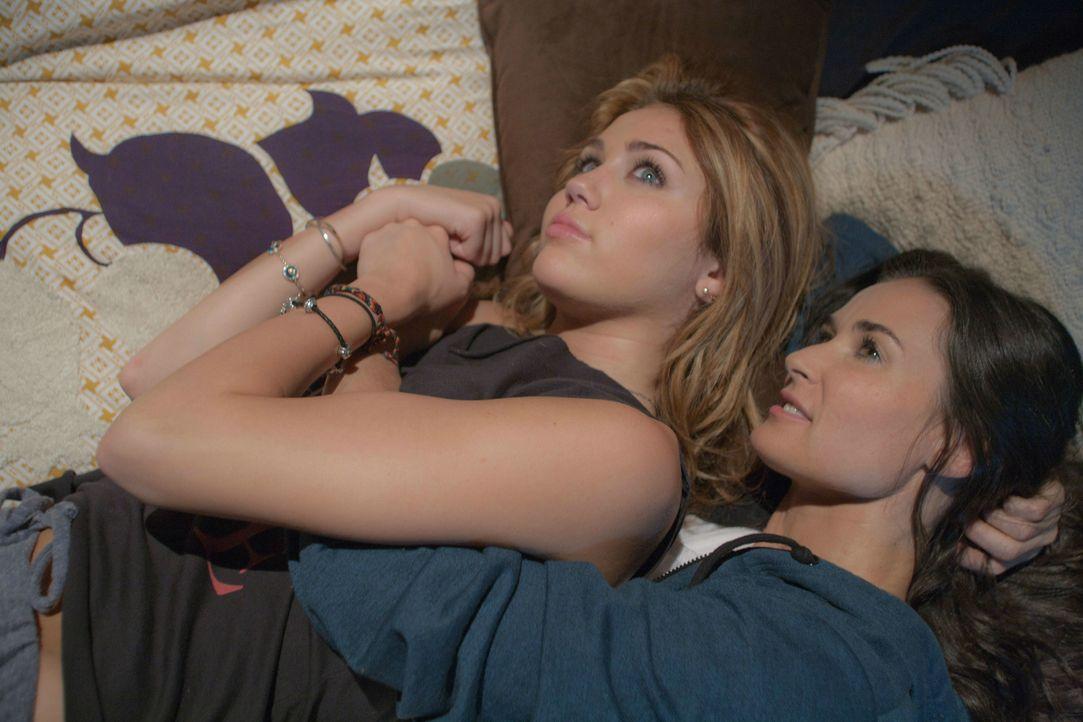 Eigentlich sind die 16-jährige Lola (Miley Cyrus, l.) und ihre Mutter (Demi Moore, r.) ein tolles Team, auch wenn ab und zu mal die Fetzen fliegen.... - Bildquelle: Constantin Film Verleih GmbH