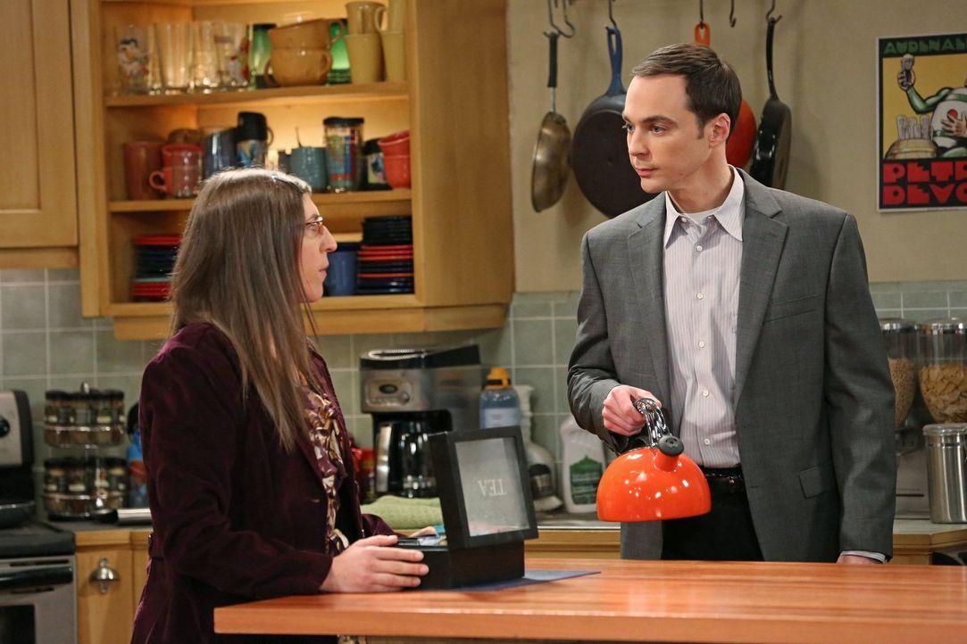 """Sheldon (Jim Parsons, r.) behauptet, dass er und Amy (Mayim Bialik, l.) das """"überlegene Pärchen"""" sind. Penny und Leonard wollen ihm das Gegenteil be... - Bildquelle: Warner Brothers"""