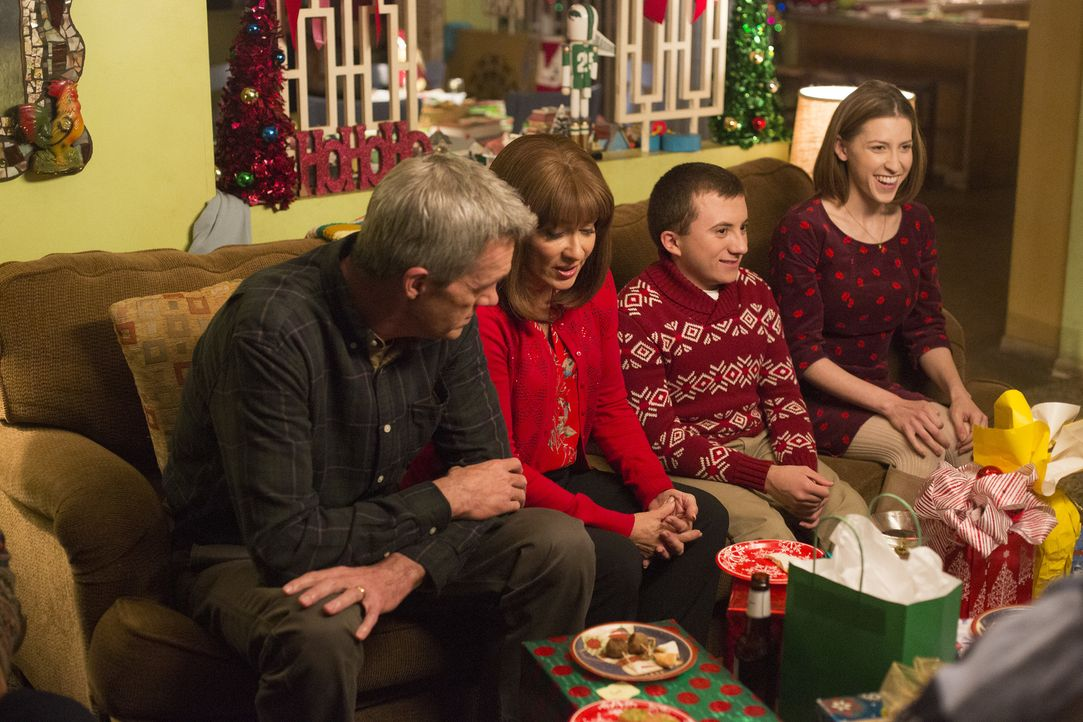 (v.l.n.r.) Mike (Neil Flynn); Frankie (Patricia Heaton); Brick (Atticus Shaffer); Sue (Eden Sher) - Bildquelle: Michael Ansell 2017 American Broadcasting Companies, Inc. All rights reserved./Michael Ansell