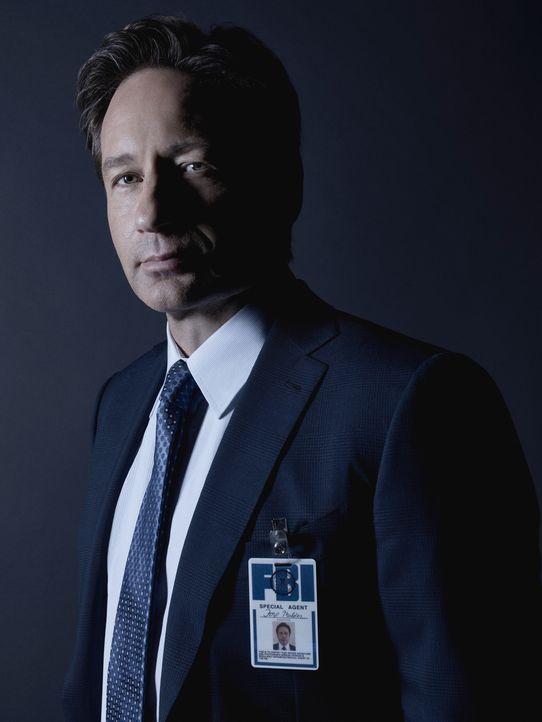 (1. Staffel) - Die Theorie eines Moderators über Aliens und die gefährlichen Pläne der Regierung machen Mulder (David Duchovny) deutlich, dass er bi... - Bildquelle: 2016 Fox and its related entities.  All rights reserved.