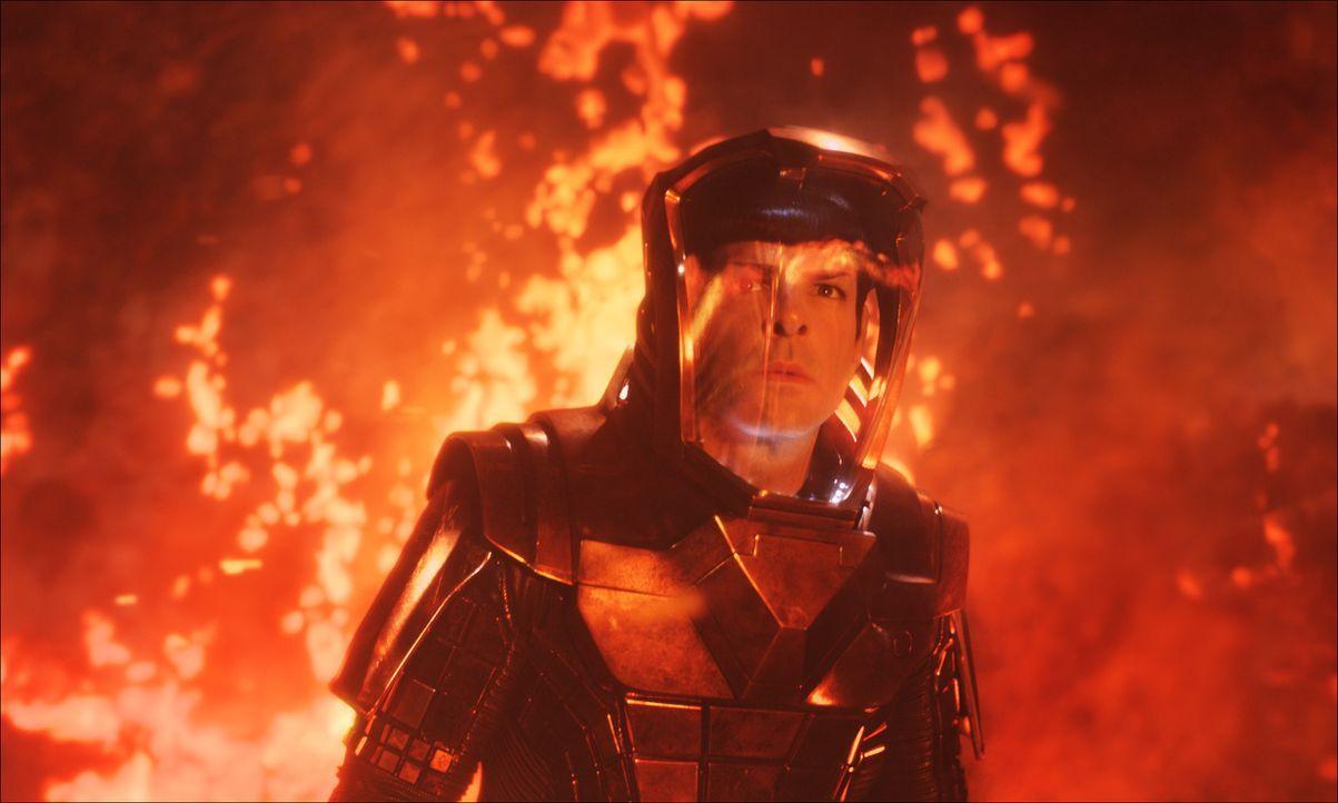 Auf einem Planeten droht ein Vulkanausbruch, die noch wenig entwickelte Zivilisation auszulöschen. Die Crew der Enterprise versucht alles, um dies z... - Bildquelle: Industrial Light & Magic 2013 Paramount Pictures.  All Rights Reserved.