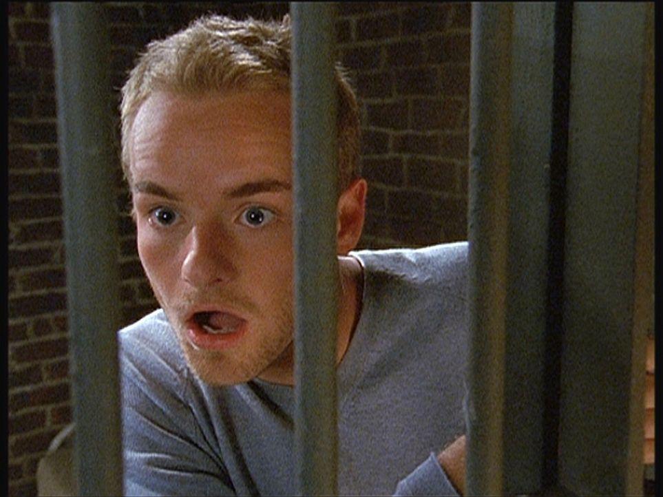 Für Francis (Christopher Masterson) endet der Weg nach Alaska vorläufig im Gefängnis ... - Bildquelle: TM +   Twentieth Century Fox Film Corporation. All Rights Reserved.