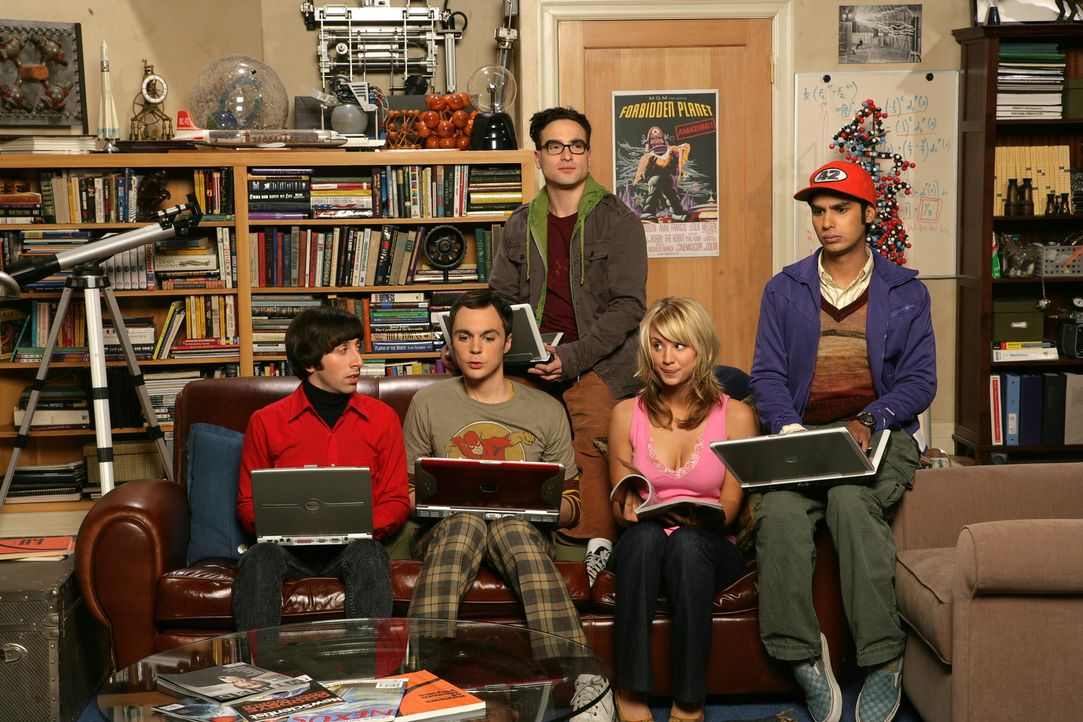 (1. Staffel) - Leonard (Johnny Galecki, M.) und Sheldon (Jim Parsons, 2.v.l.) sind brillante Physiker, die meist zusammen mit ihren Kumpels Rajesh (... - Bildquelle: Warner Bros. Television