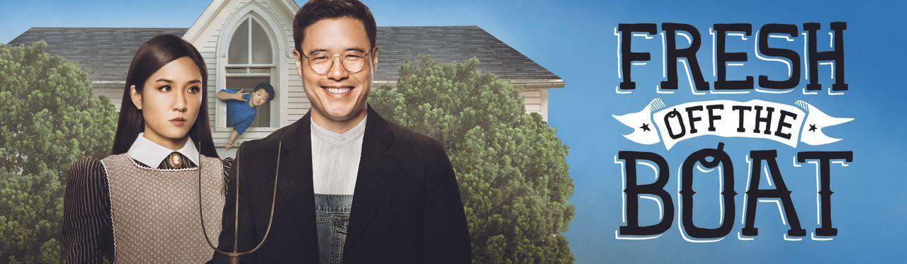 (1. Staffel) - Eddie Huang (Hudson Yang, M.), seine Eltern Louis (Randall Park, r.) und Jessica (Constance Wu, l.) und seine Geschwister Emery und E... - Bildquelle: 2015 American Broadcasting Companies. All rights reserved.