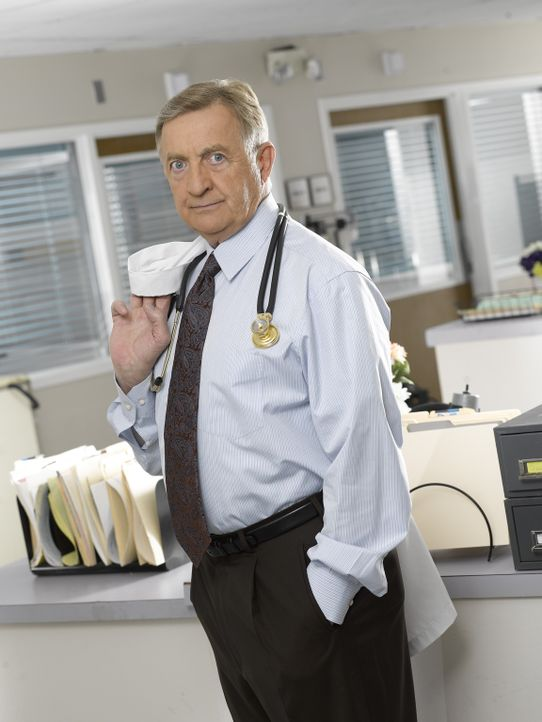 (6. Staffel) - Erwartet stets vollen Einsatz: Dr. Bob Kelso (Ken Jenkins) ... - Bildquelle: Touchstone Television