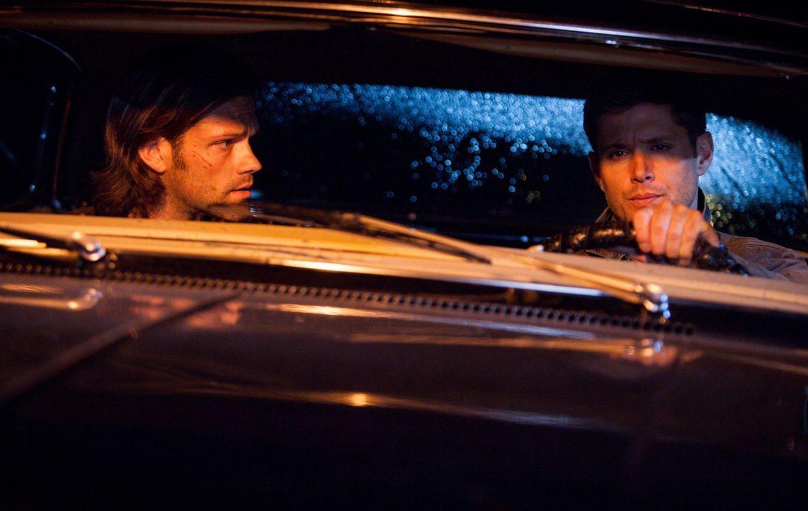 Wird Sam (Jared Padalecki, l.) Dean (Jensen Ackles, r.) wirklich glauben, als dieser ihm weißmachen will, dass er eigentlich im Koma liegt? - Bildquelle: 2013 Warner Brothers