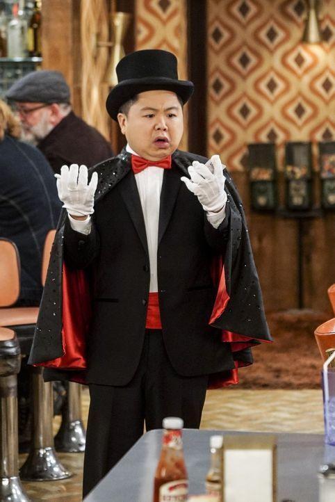 Nachdem Han (Matthew Moy) Fahrunterricht bei einem Magier hatte, fühlt er sich zwar nicht für die Straße gewappnet, aber immerhin glaubt er jetzt, z... - Bildquelle: Warner Bros. Television