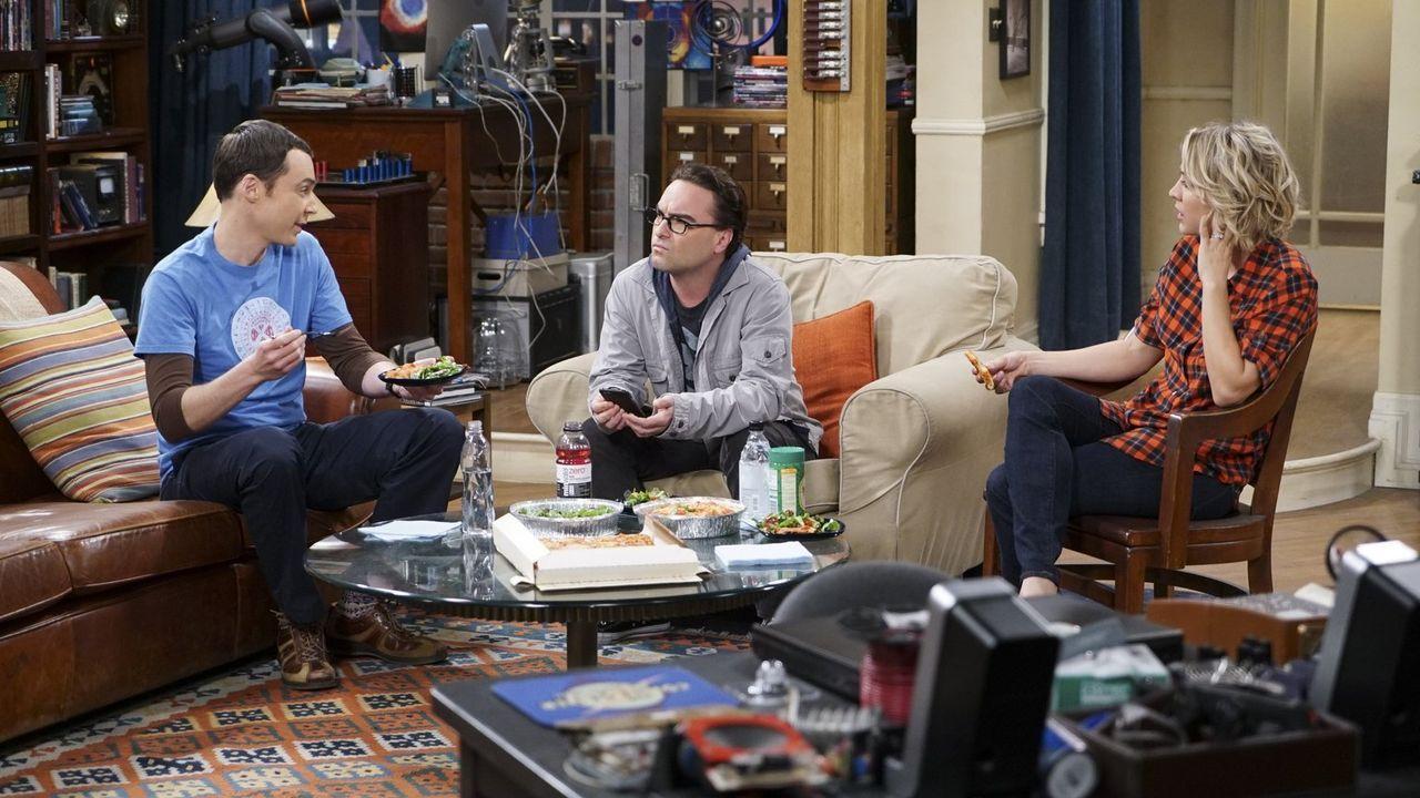 Leonard (Johnny Galecki, M.) und Sheldon (Jim Parsons, l.) wollen sportlicher werden. Penny (Kaley Cuoco, r.) ist sich nicht sicher, ob die Jungs wi... - Bildquelle: 2015 Warner Brothers