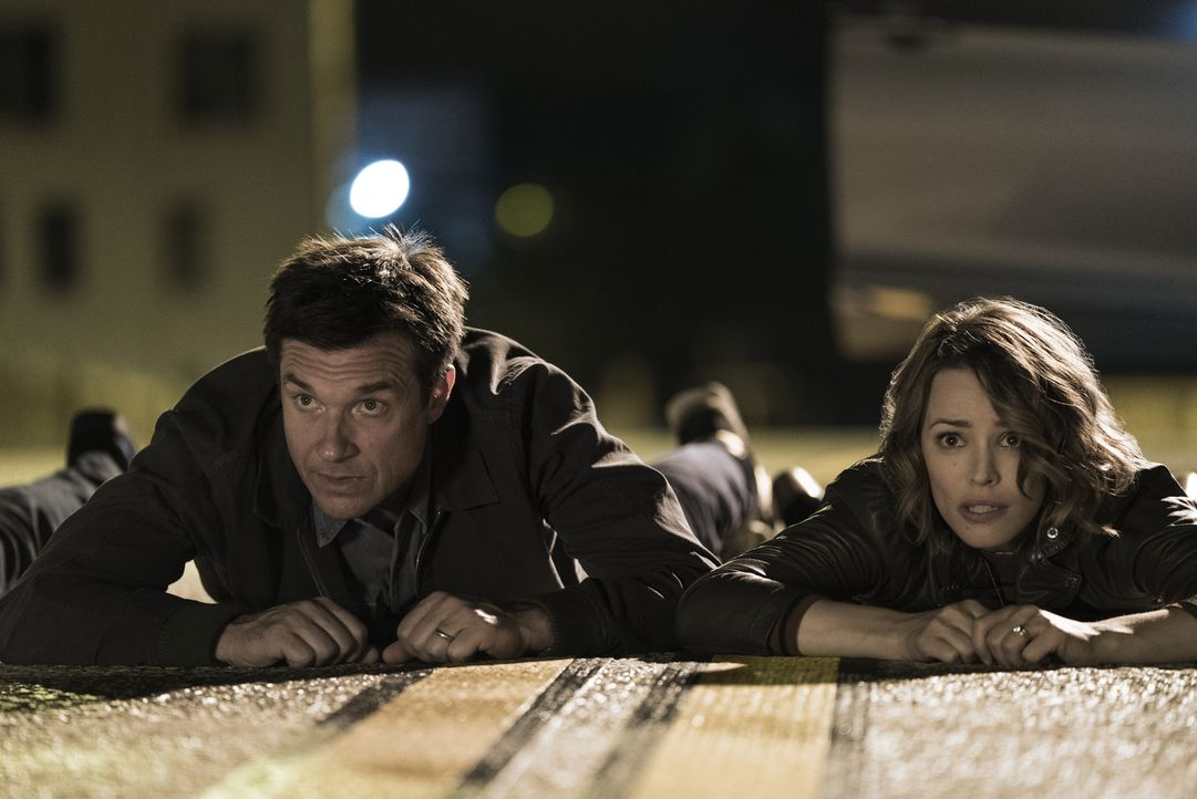 Max (Jason Bateman, l.); Annie (Rachel McAdams, r.) - Bildquelle: Warner Bros. Entertainment, Inc.