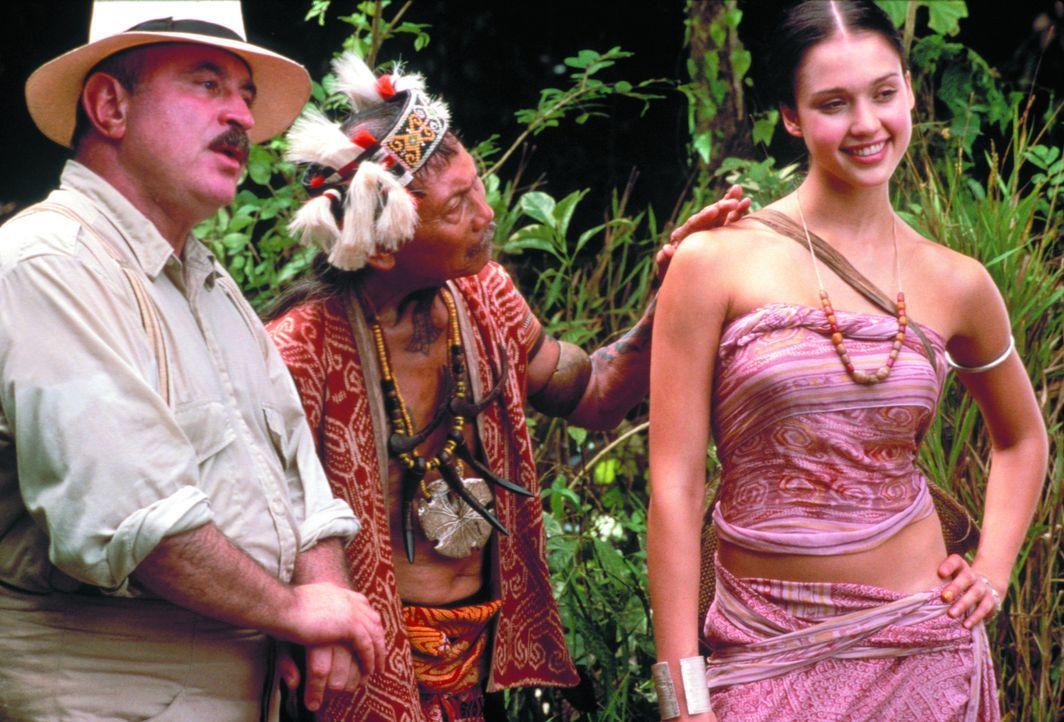 """1936 kommt der britische Kolonialbeamte John Truscott nach Borneo, um den """"Wilden"""" Kultur und Zivilisation zu bringen. Erst muss der unerfahrene Fri... - Bildquelle: Warner Bros. Television"""