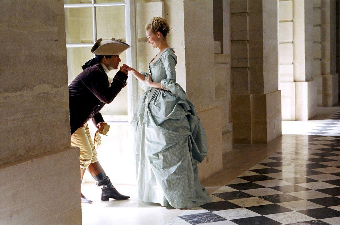 Ein Jagdausflug steht bevor: Louis XVI (Jason Schwartzman, l.) verabschiedet sich von Marie-Antoinette (Kirsten Dunst, r.), verspricht ihr jedoch, n... - Bildquelle: 2006 I Want Candy, LLC. All Rights Reserved.