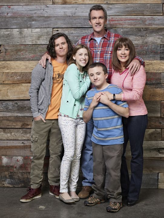 (9. Staffel) - Der alltägliche Wahnsinn ist bei ihnen Dauergast: (v.l.n.r.) Axl (Charlie McDermott); Sue (Eden Sher); Mike (Neil Flynn); Frankie (Pa... - Bildquelle: Mitch Haaseth 2017 American Broadcasting Companies, Inc. All rights reserved./Mitch Haaseth