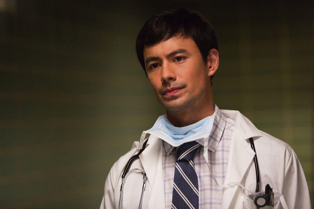 Dr. Cannerts (George Young) setzt alles daran, ein Heilmittel gegen den tödlichen Virus zu entwickeln, doch das gestaltet sich schwieriger als gehof... - Bildquelle: Warner Brothers