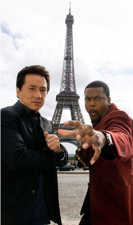Eines Tages müssen Detective Carter (Chris Tucker, r.) und Chief Inspector Lee (Jackie Chan, l.) nach Paris reisen, um einem mächtigen Triadenboss... - Bildquelle: Warner Bros.