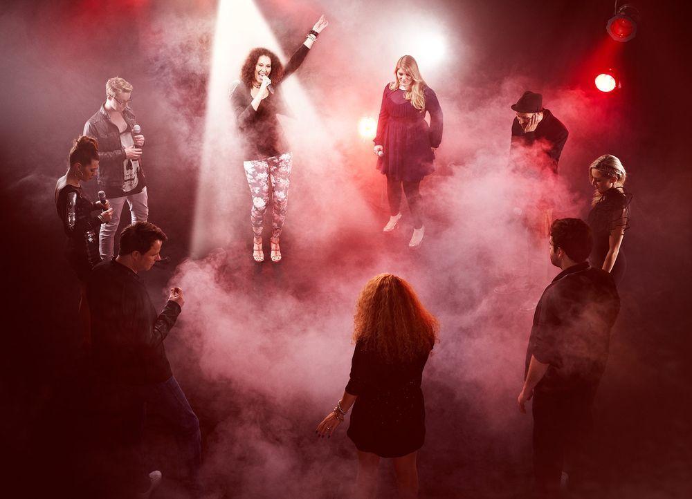 """Welche Stimme strahlt am längsten? In """"Keep Your Light Shining"""" treten pro Show neun Sänger im direkten Gesangs-Vergleich an. Wer im Spotlight steht... - Bildquelle: Marc Rehbeck ProSieben"""