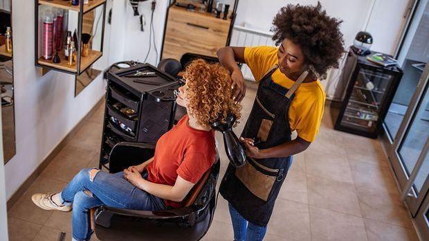 Der perfekte Haarschnitt für Locken - wir berichten rund über das Thema Locken