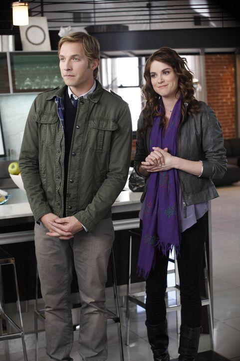 Ben (Ryan Hansen, l.) und Sara (Danneel Ackles, r.) sind zwei sehr gute Freunde. Auf der Suche nach der oder dem Richtigen, helfen sie sich in jeder... - Bildquelle: NBC Universal, Inc.