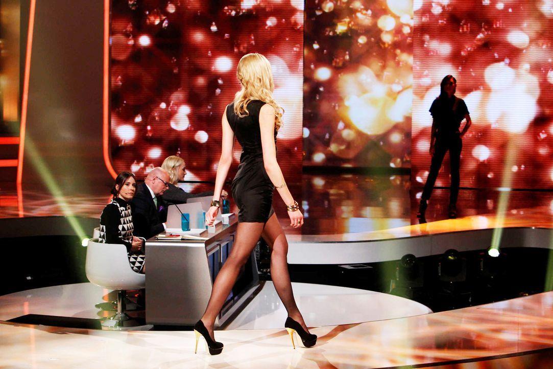 Fashion-Hero-Epi06-Gewinneroutfits-Rayan-Odyll-s-Oliver-04-Richard-Huebner - Bildquelle: Richard Huebner