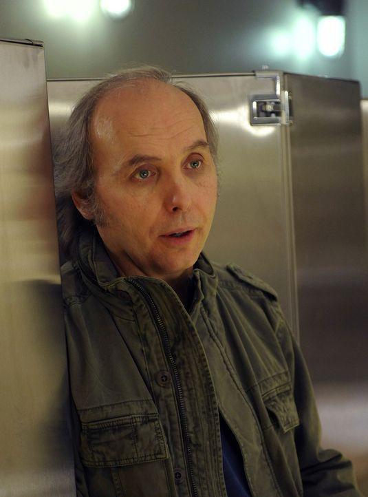 Wer ist Bruce (Dwight Yoakam) wirklich? - Bildquelle: 2011 FX Networks, LLC. All rights reserved.