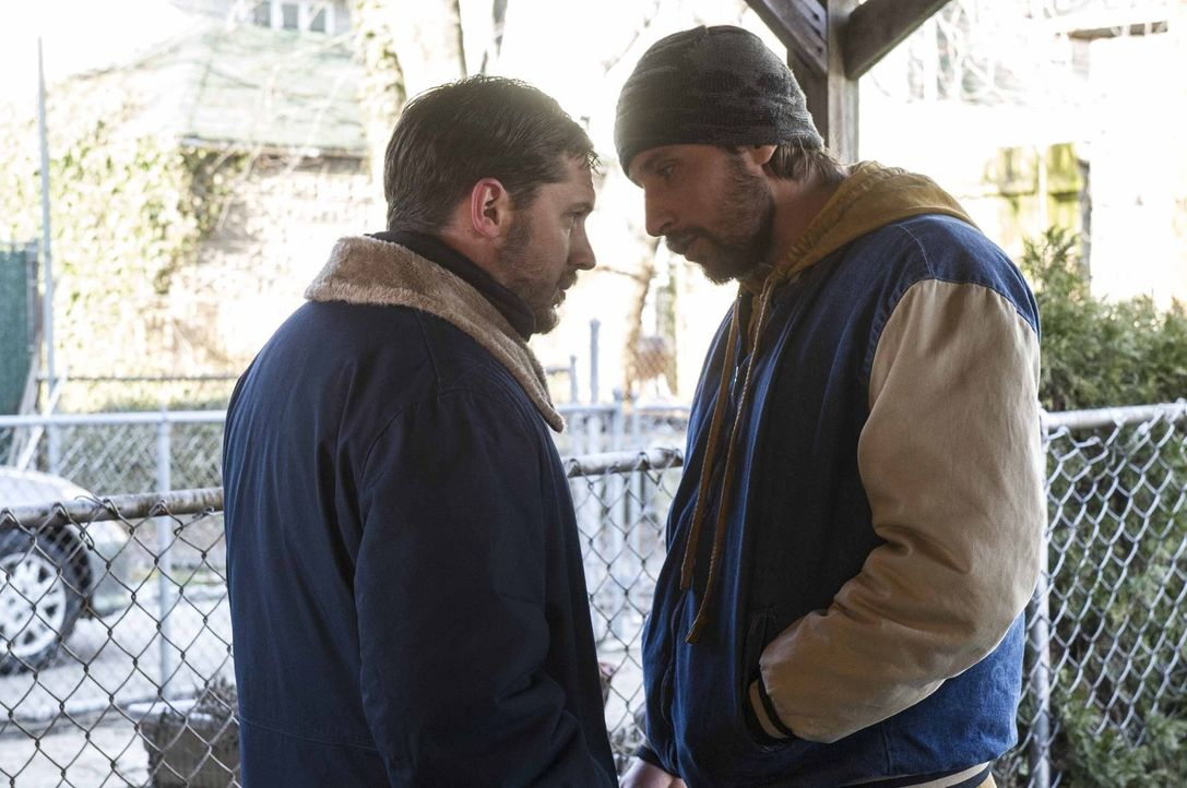 Geraten aneinander: Bob (Tom Hardy, l.) und Eric (Matthias Schoenaerts, r.) ... - Bildquelle: 2014 Twentieth Century Fox Film Corporation.  All rights reserved.