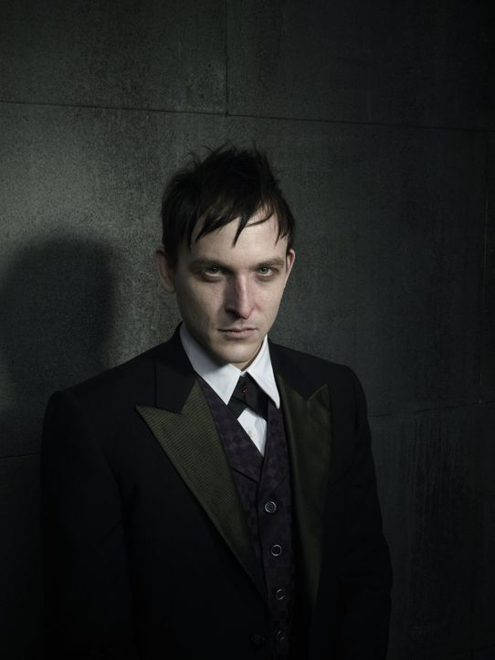 "(1. Staffel) - Der ausgesprochen kluge, aber auch sadistische Gangster Oswald ""Penguin"" Cobblepot (Robin Lord Taylor) ist für Fish Mooney, aber auch... - Bildquelle: Warner Bros. Entertainment, Inc."
