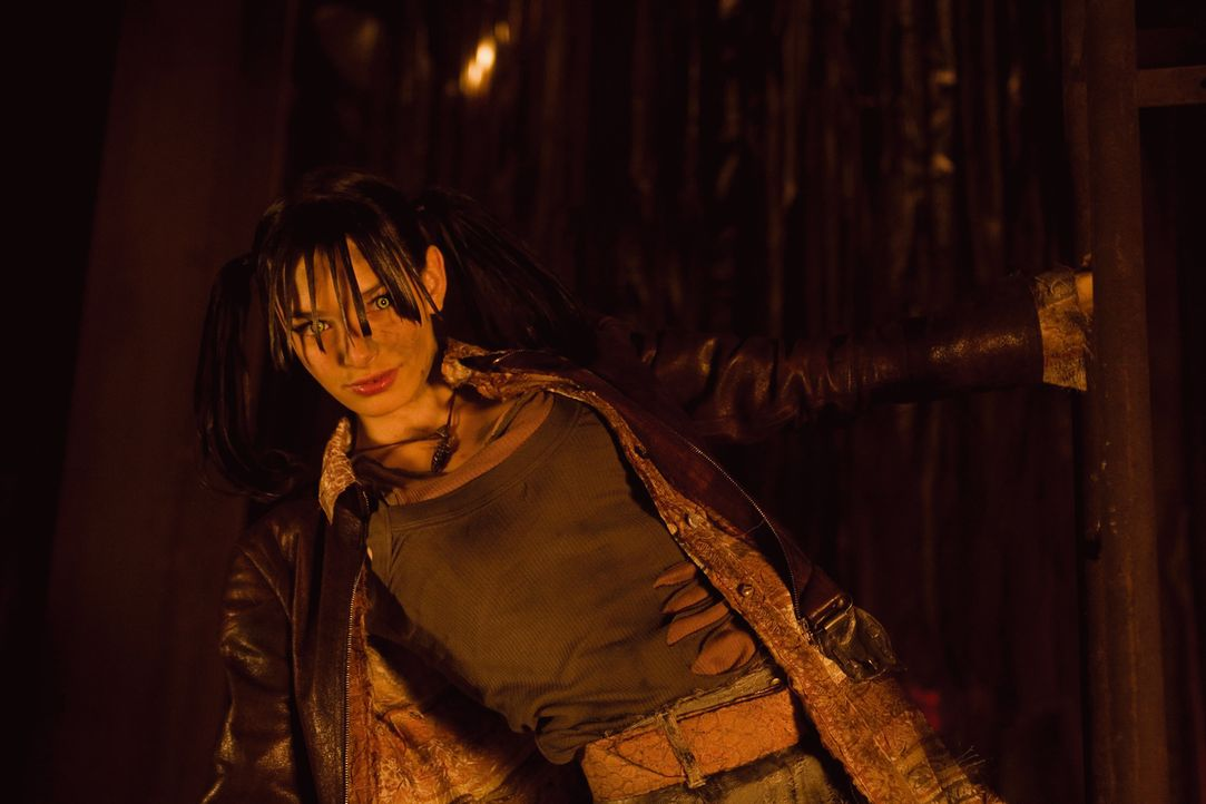 Düsentrieb (Sarah Horvath) gehört zu den Vampiren, die sich Schattensucher nennen. - Bildquelle: Buena Vista International