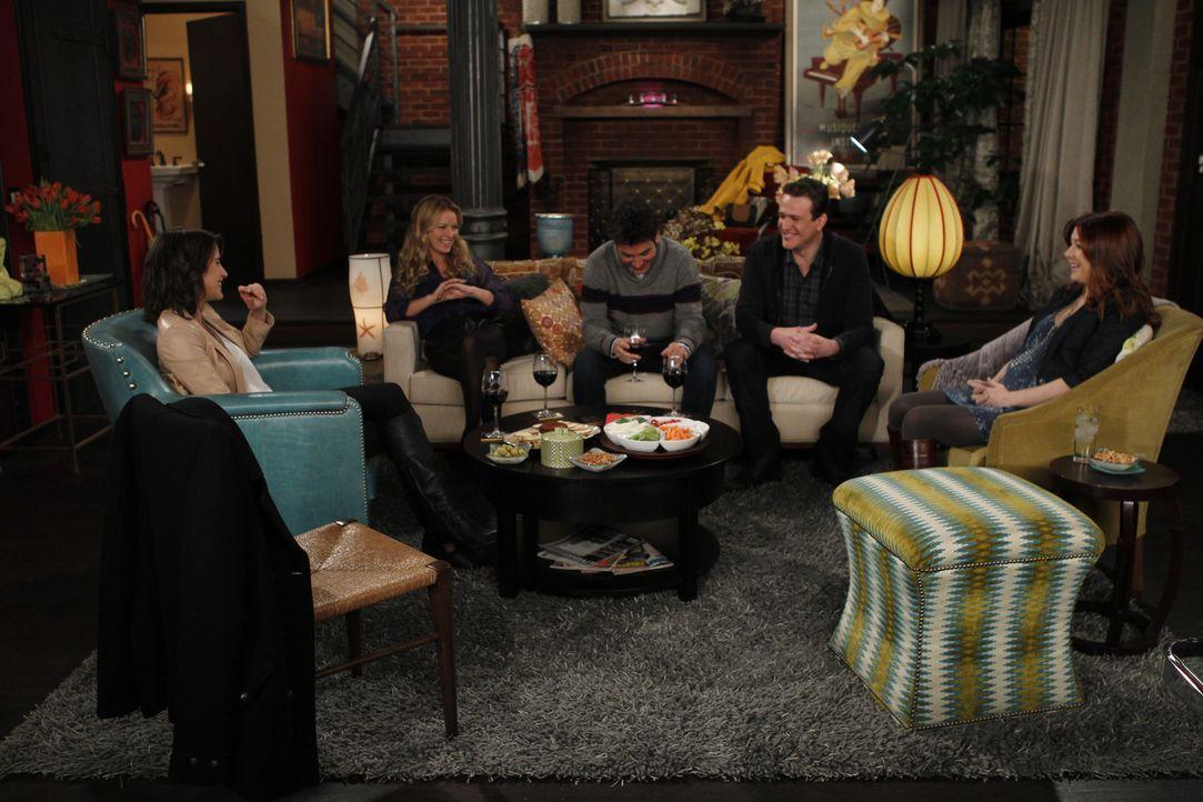 Zwischen Barney und Quinn (Becki Newton, 2.v.l.) scheint es ziemlich erst zu sein, denn die beiden planen zusammen zu ziehen. Das gefällt Ted (Josh... - Bildquelle: 20th Century Fox International Television