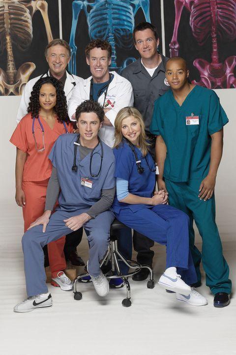 (2. Staffel) - Ein unschlagbares Team: (v.l.n.r.) Carla Espinosa (Judy Reyes), Dr. Bob Kelso (Ken Jenkins), John Dorian (Zach Braff), Dr. Phil Cox (... - Bildquelle: Touchstone Television