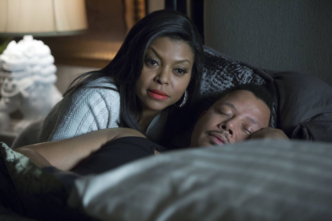 Mit dieser Frau ist nicht zu spaßen: Cookie (Taraji P. Henson, l.) will sich für ihren Rauswurf aus Lucious' (Terrence Howard, r.) Plattenfirma räch... - Bildquelle: 2015 Fox and its related entities.  All rights reserved.