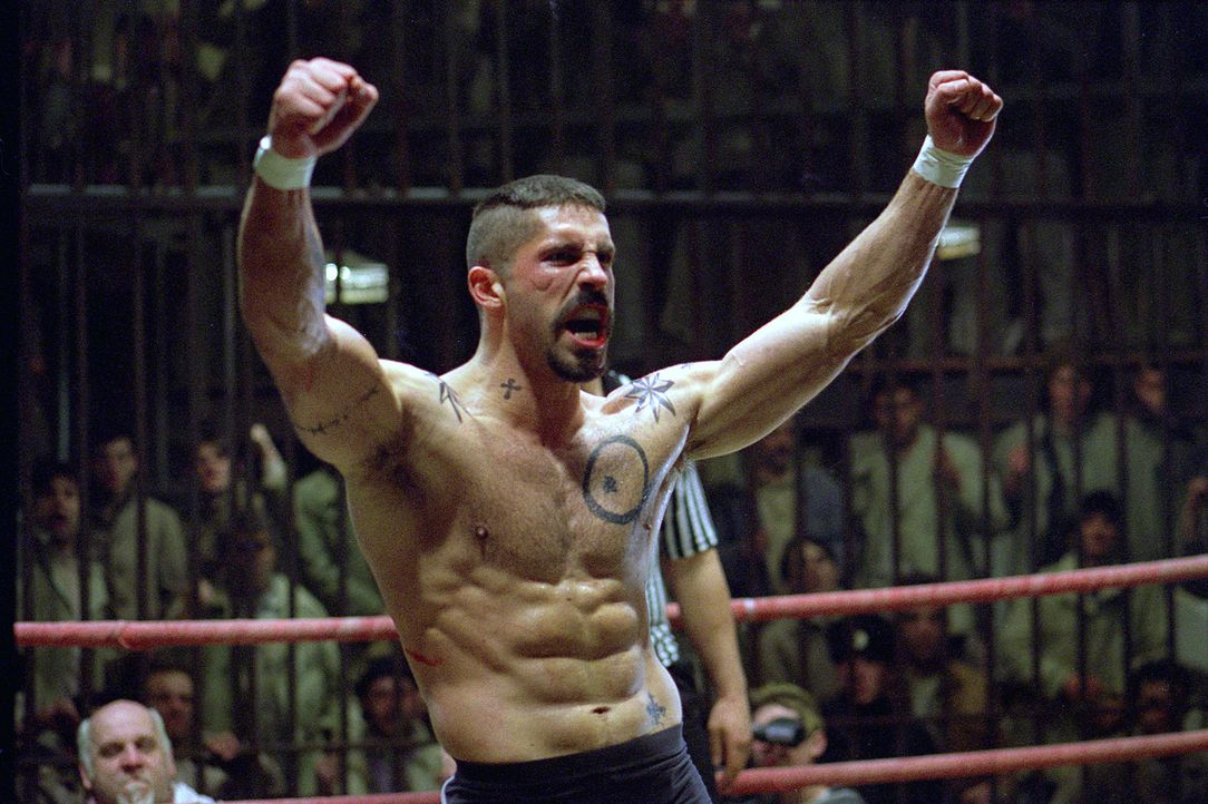 Siegessicher tritt Knast-Champion Yuri Boyka (Scott Adkins) gegen US Berufsboxer Chambers in den Ring. Doch er unterschätzt die Wut des betrogenen... - Bildquelle: Nu Image Films