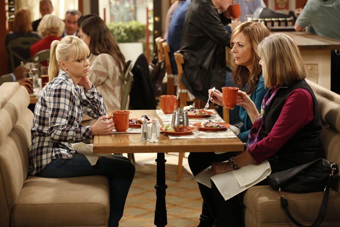 Ein ganz besonderes Frauengespann: Bonnie (Allison Janney, M.), Christy (Anna Faris, l.) und Majorie (Mimi Kennedy, r.) ... - Bildquelle: Warner Bros. Television