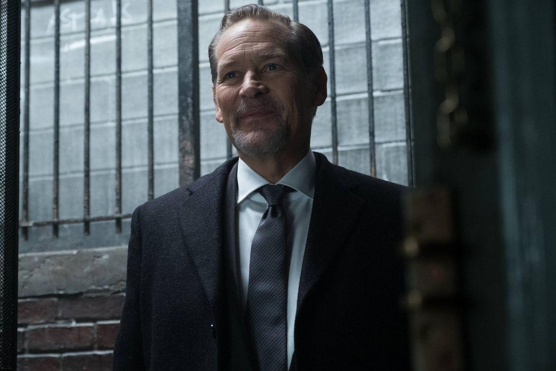 Stattet seinem Neffen Jim Gordon einen Besuch ab: Frank Gordon (James Remar) ... - Bildquelle: Warner Brothers