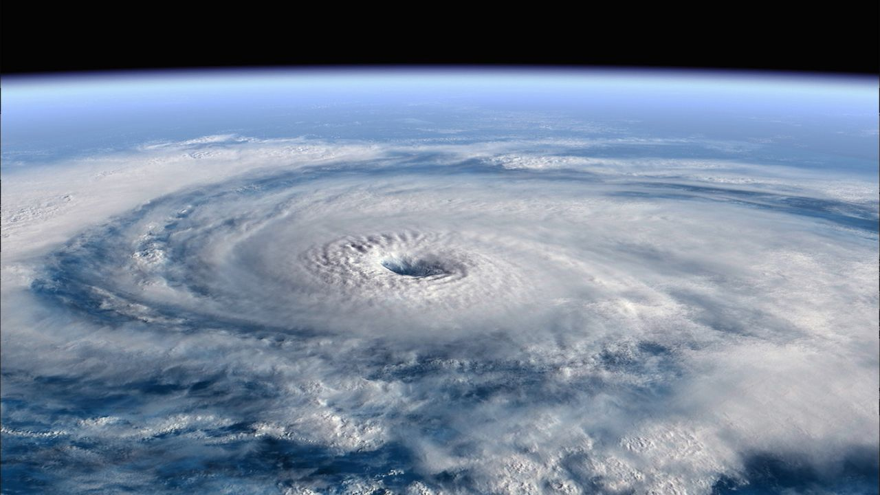 Satellitenfoto von einem sich entwickelnden Hurrikan ... - Bildquelle: Earth   BBC Worldwide Ltd 2007