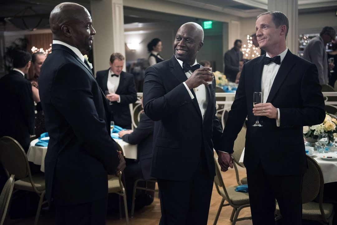 (v.l.n.r.) Terry Jeffords (Terry Crews); Captain Ray Holt (Andre Braugher); Kevin Cozner (Marc Evan Jackson) - Bildquelle: Eddy Chen 2014 UNIVERSAL TELEVISION LLC. All rights reserved / Eddy Chen
