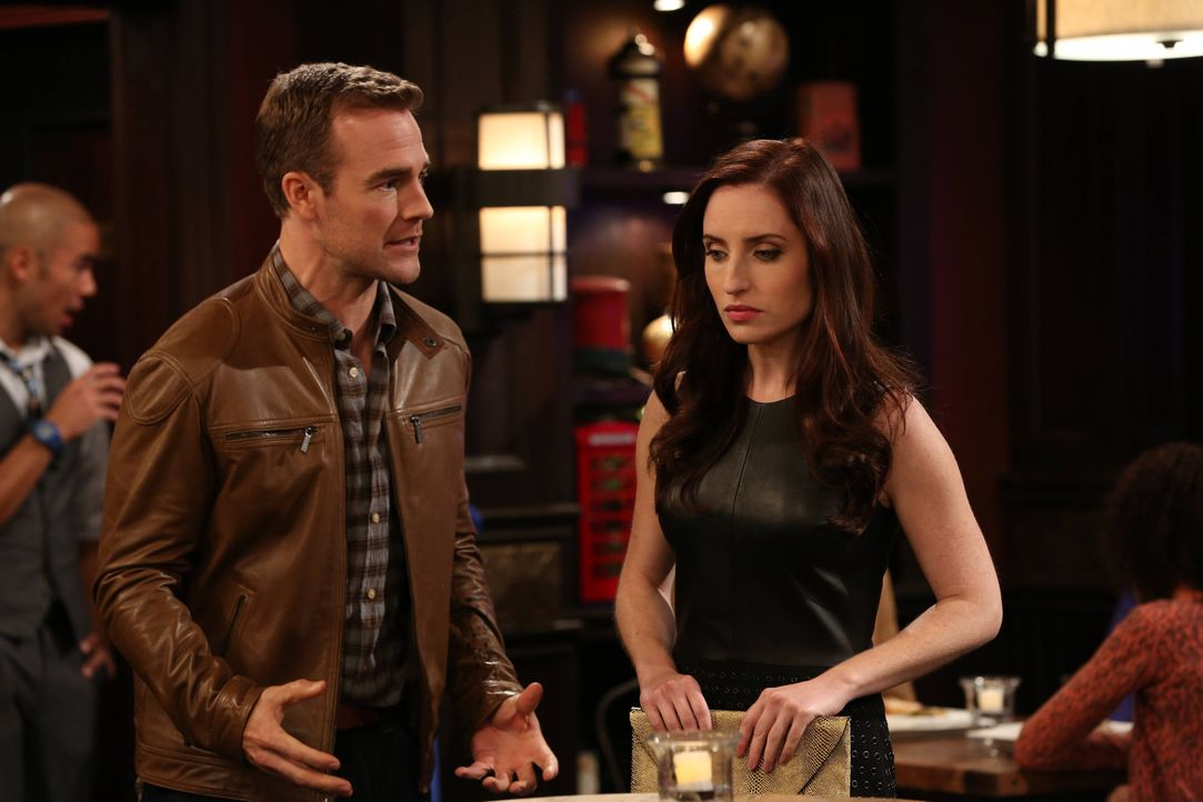 "Als Will (James Van Der Beek, l.) Probleme hat, Frauen anzusprechen, nimmt Kate (Zoe Lister-Jones, r.) ihren Kumpel als ""Wingman"" unter ihre Fittich... - Bildquelle: 2013 CBS Broadcasting, Inc. All Rights Reserved."
