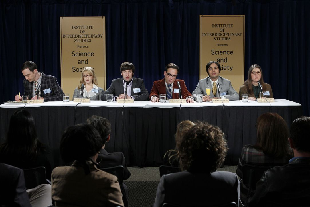 Nehmen an einer wissenschaftlichen Tagung teil: Sheldon (Jim Parsons, l.), Bernadette (Melissa Rauch, 2.v.l.), Howard (Simon Helberg, 3.v.l.), Leona... - Bildquelle: Warner Bros. Television