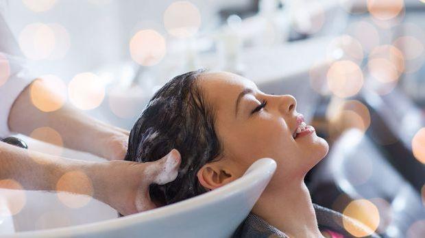Mit der richtigen Haarpflege-Routine kannst du Haarausfall vorbeugen – wir ha...