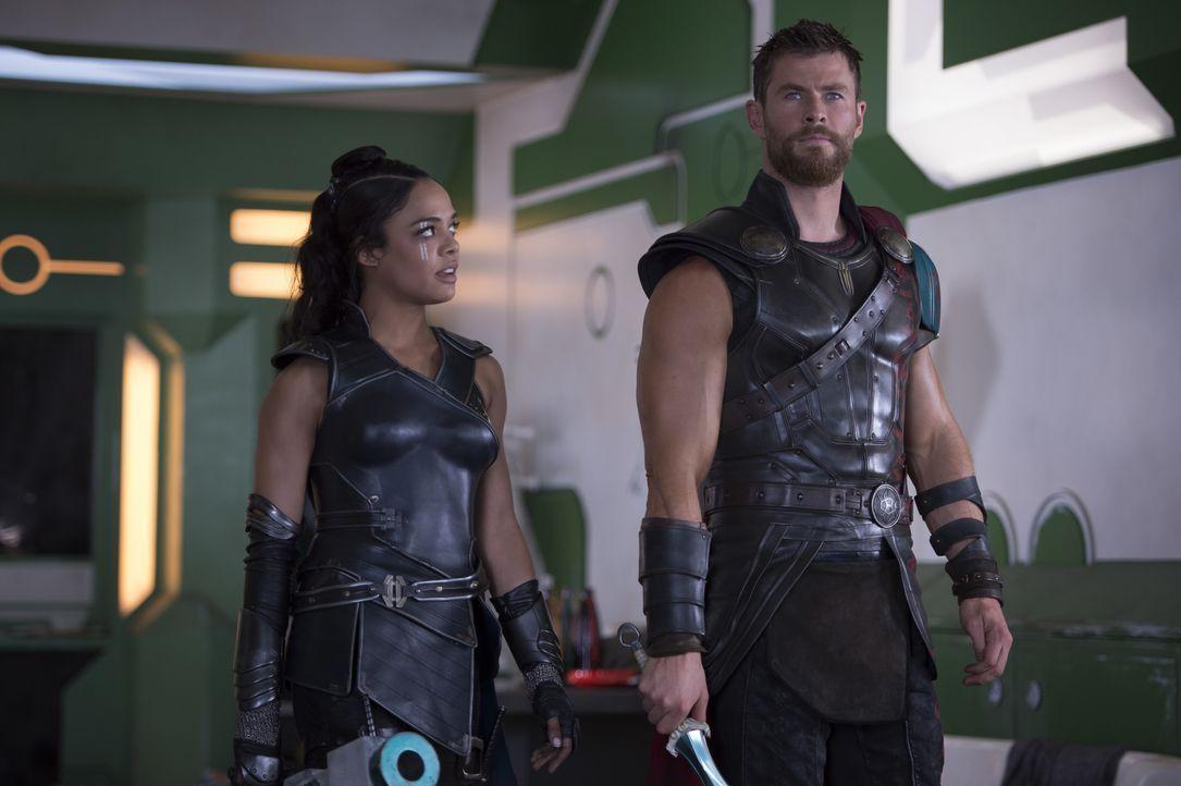 Valkyrie (Tessa Thompson, l.); Thor (Chris Hemsworth, r.) - Bildquelle: Jasin Boland Marvel Studios 2017 / Jasin Boland