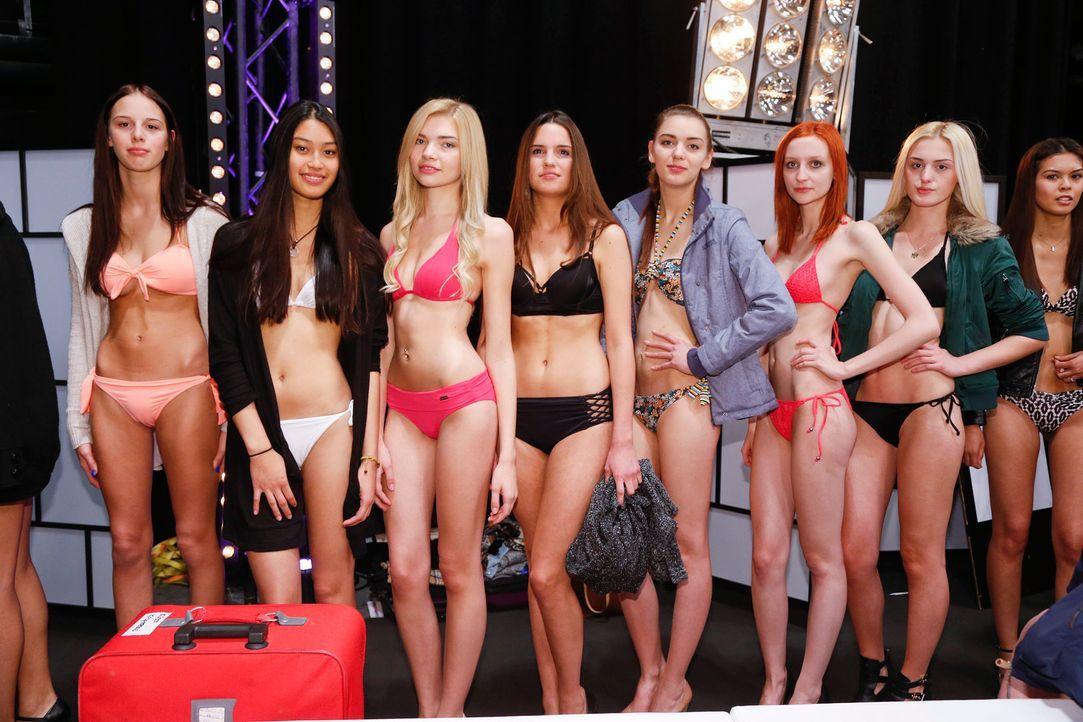 GNTM-Stf10-Epi02-Bikiniwalk-16-ProSieben-Richard-Huebner