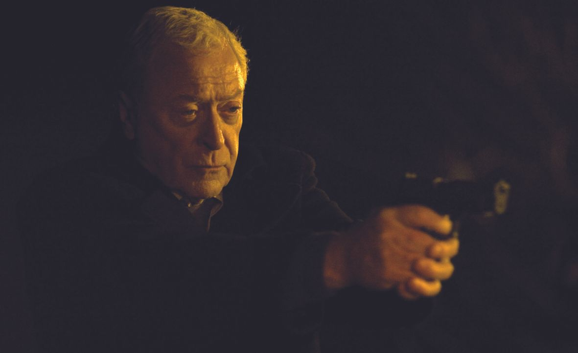 Als sein bester Freund von jugendlichen Gangstern ermordet ist, rastet Witwer und Ex-Marine Harry Brown (Michael Caine) total aus, und nimmt das Rec... - Bildquelle: Ascot Elite Home Entertainment GmbH
