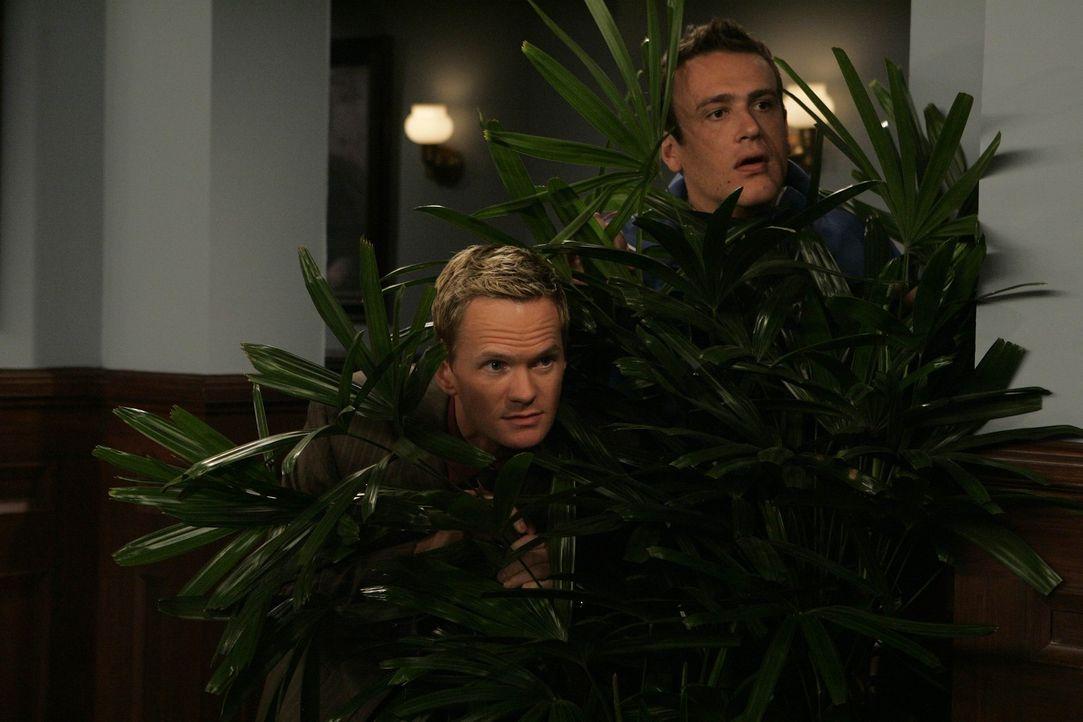 Versuchen, Professorin Lewis auszuspüren: Barney (Neil Patrick Harris, l.) und Marshall (Jason Segel, r.) ... - Bildquelle: 20th Century Fox International Television