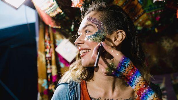 Glitzer, Glimmer, Mica – wir alle mögen die shiny & glowy Glitter-Effekte...