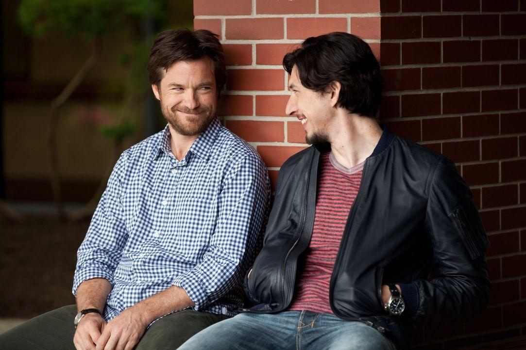 Obwohl die Brüder Judd (Jason Bateman, l.) und Phillip (Adam Driver, r.) nicht unterschiedlicher sein könnten, sind sie für einander da ... - Bildquelle: 2014 Warner Brothers