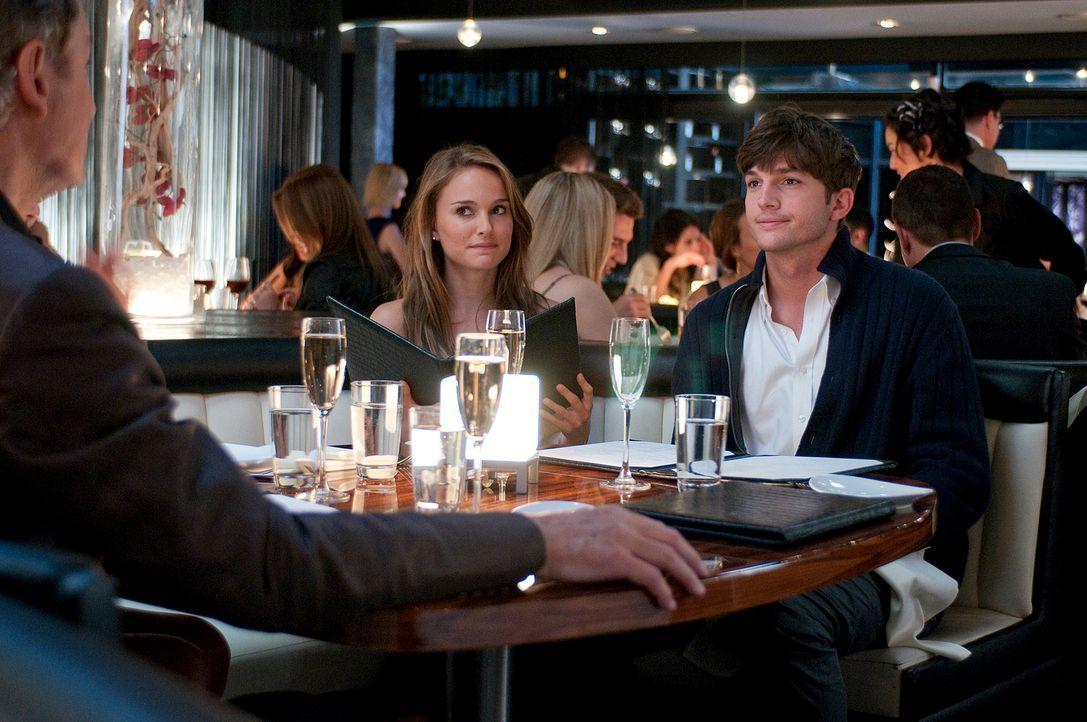 Haben Adam (Ashton Kutcher, r.) und Emma (Natalie Portman, l.) eine Chance auf eine gemeinsame Zukunft? - Bildquelle: Dale Robinette 2011 DW Studios LLC. All Rights Reserved.