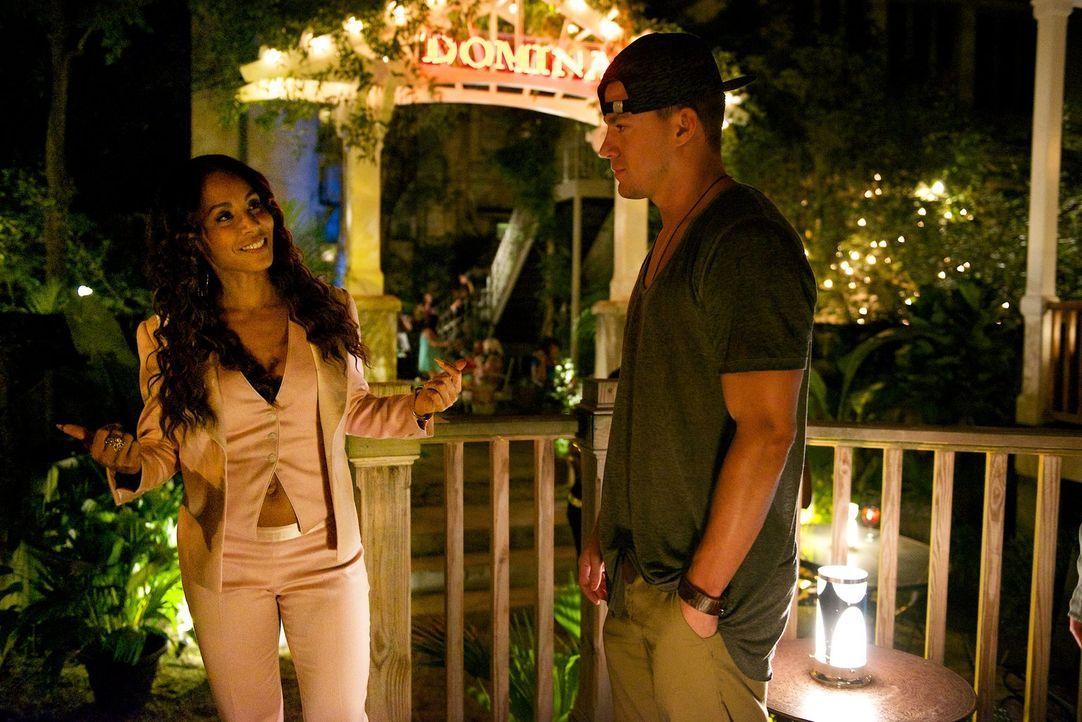 Als bereits alles verloren scheint, stattet Mike (Channing Tatum, r.) seiner alten Bekannten Rome (Jada Pinkett Smith, l.) einen Besuch ab, in der H... - Bildquelle: Warner Bros.