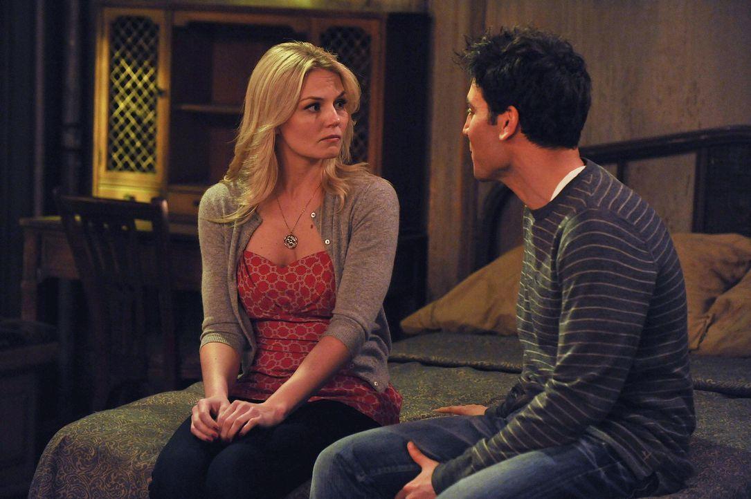 Ted (Josh Radnor, r.) möchte mit Zoey (Jennifer Morrison, l.) ein romantisches Wochenende am Meer verbringen, doch Zoey hat andere Pläne ... - Bildquelle: 20th Century Fox International Television